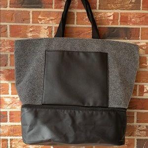 DSW Gray felt weekender tote travel bag/shoe COMPT